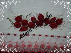 toalha bordado com rosas em fita de cetim e bordado ingles