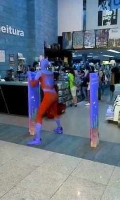 Homem aranha comemorando seu filme novo... #ElectronicsStore