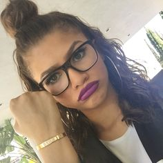 girl hair eyes make up lips fashion style accessories zendaya