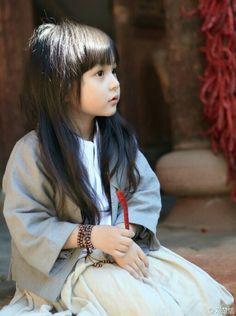 (Hanfu)cute little Liu Chutian was playing with a ….chilli LOL /(^o^)\ Cute Little Girls, Cute Kids, Cute Babies, Asian Kids, Asian Babies, Beautiful Children, Beautiful People, Adorable Petite Fille, We Are The World