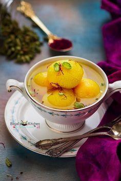 Rajbhog is popular Bengali sweet, similar to Rasgulla. Rajbhog made during festivals and celebrations time. Rajbhog is made with soft fresh paneer, saffron. Bangladeshi Food, Bengali Food, Indian Dessert Recipes, Indian Sweets, Rajbhog Recipe, Sweet Desserts, Sweet Recipes, Rasgulla Recipe, India Food
