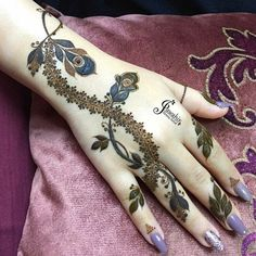 Follow me $adaf naaz Cool Henna Designs, Floral Henna Designs, Henna Designs Feet, Finger Henna Designs, Legs Mehndi Design, Mehndi Designs For Girls, Stylish Mehndi Designs, Dulhan Mehndi Designs, Mehndi Design Pictures
