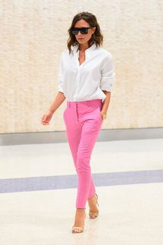 Cute pink jeans outfit victoria beckham shows off her new back-to-work wardrobe as she prepares for her new york fashion show. Fashion Mode, Petite Fashion, Work Fashion, New York Fashion, Fashion Looks, Fashion Outfits, Womens Fashion, Fashion Spring, Trendy Fashion