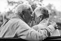 Photos Of Couples Married 50 Years And More Capture The Beauty Of Longtime Love ] Photos Of Couples Couples Âgés, Vieux Couples, Older Couples, Couples In Love, Older Couple Poses, Couple Posing, Couple Shoot, Old Couple Photography, Friend Photography