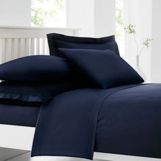 Combining the luxury, comfort and fineness of cotton with the easy-care qualities of polyester that requires a minimum of ironing, this duvet cover offers comfort and convenience.