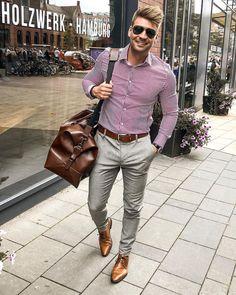 Chinos Men Outfit, Blazer Outfits Men, Mens Semi Formal Outfit, Mens Fashion Semi Formal, Moda Formal, Smart Casual Menswear, Red Shirt Dress, Moda Casual, Classy Men