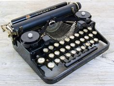 Working Vintage Underwood Portable Typewriter by anodyneandink, $225.00