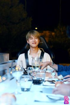 Find images and videos about kpop, bts and jimin on We Heart It - the app to get lost in what you love. Bts Jimin, Suga Rap, Bts Taehyung, Hoseok, Seokjin, Park Ji Min, Bts 2018, Busan, K Pop