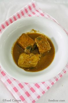Yesterday I cooked a Spicy Sri Lankan Fish Curry (Malu Mirisata) and thought of sharing it today!Surprise!!Usually I take a long time to upload pics and write a blog post.Still there are lot of recipes and photos waiting in a folder which I cooked and captured early this year. Anyway,as Sri Lanka is an island,we …
