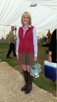 Kirsty from Alford looked brilliant in her Dubarry boots and tartan mini skirt. Teamed with a slimfit shirt, ruby red gilet and a gorgeous little bag, it's a cute and classic look that's perfect for the changeable British weather. Skirts With Boots, Mini Skirts, Dubarry Boots, Autumn Winter Fashion, Winter Style, Fall Winter, Tartan Mini Skirt, Little Bag, Well Dressed