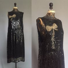 1920s Black Sequinned Dress with Gold Beaded Bow - 20s Sleeveless Dropwaist Flapper Party Cocktail Dress - M L