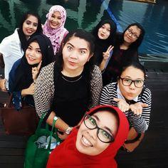 Dinner with office mate   #Bandung #girls #indonesia #Asian #dinner #hotel #buffet #pool #selfie #reward by liamayasarip