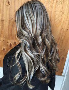 60 Shades of Grey: Silver and White Highlights for Eternal Youth – Balayage Haare Brown Ombre Hair, Brown Blonde Hair, Ombre Hair Color, Dark Hair, Grey Hair, Brown And Silver Hair, Gray Ombre, Long Gray Hair, Lilac Hair