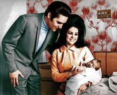 Part of photo shoot taken in hospital before leaving Elvis And Priscilla, Priscilla Presley, Lisa Marie Presley, Porta Do Hospital, Baptist Hospital, Elvis Presley Memories, Elvis Presley Photos, Great Love Stories, Love Story