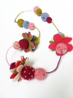 felt flower necklace IDEAS - have a 'blank' necklace with basic square beads that felt flowers can be adhered to Or same idea with head band - basic band with flat discs hot glued in place so felt flowers or other can be stuck on Fabric Bracelets, Fabric Jewelry, Felt Flowers, Fabric Flowers, Fabric Flower Necklace, Felt Necklace, Kids Jewelry, Girls Necklaces, Girls Accessories