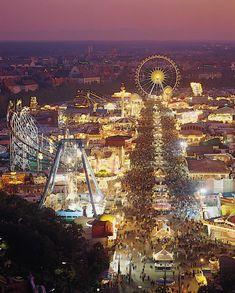 Münchner Oktoberfest bei Nacht