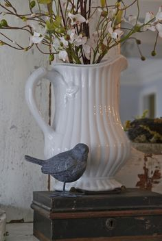 Pretty pitcher, spring posies and a song bird! White Cottage, Cottage Style, Bird Theme, Spring Home, Blue Bird, Vignettes, Decoration, Farmhouse Decor, Pottery