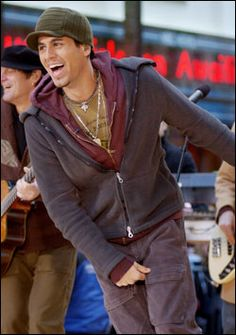 Enrique Iglesias being really adorable and having a good time too