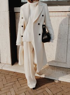 All White Mannon Classic Double-breasted White Coat , The Bazilika Cashmere White Turtleneck Jumper , Kindersalmon White Oversized Trousers , Yuzefi Loaf Leather Bag Winter Mode Outfits, Winter Fashion Outfits, Look Fashion, Autumn Winter Fashion, Fashion Coat, Ootd Winter, Fall Fashion, Classic Womens Fashion, Classic Fashion Outfits