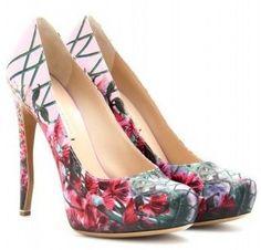 D�collet�s Nicholas Kirkwood, i nuovi modelli con stampa floreale [FOTO]
