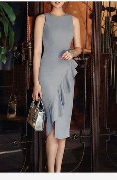 Dress and bag, nice ideas! Elegant Dresses, Pretty Dresses, Beautiful Dresses, Casual Dresses, Short Dresses, Formal Dresses, Dress Skirt, Dress Up, Ruffle Dress