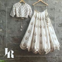 51 Trendy Ideas For Indian Bridal Lengha White Lehenga Choli Indian Gowns Dresses, Indian Fashion Dresses, Dress Indian Style, Indian Designer Outfits, Indian Lehenga, Lehenga Choli, Anarkali, Lehenga White, Cotton Lehenga