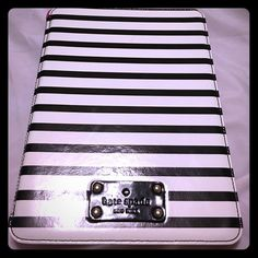 Kate spade iPad case This is for a regular iPad not the mini in euc with a minor flaw but still works perfectly kate spade Accessories Tablet Cases