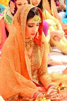 Punjabi Sikh bride in marigold anarkali Indian wedding fashion bride bridal dress outfit inspiration ideas Beautiful Indian Wedding Makeup, Indian Wedding Fashion, Indian Bridal Outfits, Indian Bridal Wear, Asian Bridal, Pakistani Bridal, Bridal Lehenga, Indian Fashion, Bridal Dresses