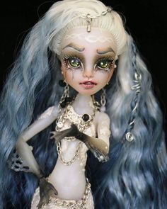"""197 Likes, 7 Comments - Retro Dolls US (@retrodollsusfeature) on Instagram: """"Gorgeous Custom monster high by @uffjulieta featuring Retro Dolls US Ice crystal nylon (hand dyed…"""""""