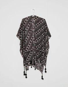 Poncho scarf with trimming - Foulards & capes - Bershka Croatia