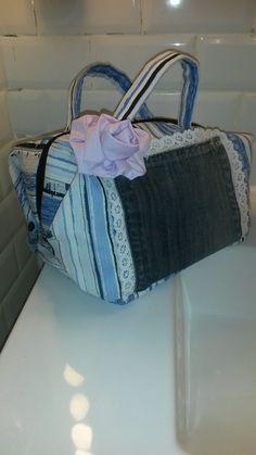 Vanity hyppie chic ou valisette de toilette, charmantes rayures bleues, intérieur parme : Bagagerie par a-fleur-2-pots