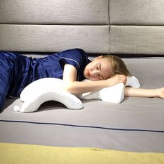 ALEVMOOM Cuddle Pillow for Couples Slow Rebound Pressure Pillow for Cuddling Curved Tunnel Pillow Arched Shaped Arm Pillow Cervical Pillow Neck Pillow Include Eyemask&Earplugs(Grande) (White) Cuddle Pillow, Neck Pillow, Spooning Pillow, Camping Stool, Foam Pillows, Folding Stool, Design System, Beach Pool, White Pillows