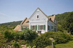 Csopak - tervező: Mérmű Építész Stúdió Style At Home, Vernacular Architecture, Traditional House, Hungary, Country Style, San Francisco Skyline, Countryside, Castle, Farmhouse