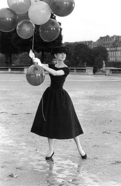 David Seymour, Paris. 1st arrondissement. Jardins des Tuileries. Dutch actress Audrey Hepburn.