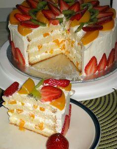 Fantastic Snap Shots fruit cake frosting Tips - yummy cake recipes Sweet Desserts, Delicious Desserts, Cake Frosting Tips, Cake Decorated With Fruit, Cake Recipes, Dessert Recipes, Fresh Fruit Cake, Just Cakes, Chiffon Cake