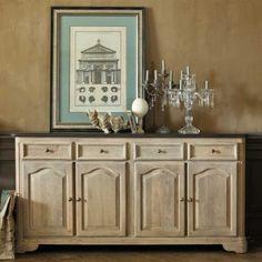 Credenza dalle tinte chiare - Credenze per arredare un salotto lungo e stretto.