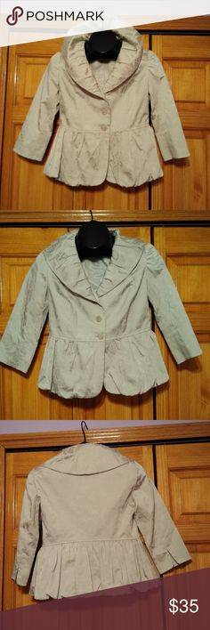 """J Jill Short Jacket J. Jill Beige Floral Brocade Dress Jacket Size 2P   This evening / formal style jacket is a must have for career wear or cover.   This would be great paired with slacks, skirt, sleeveless dress or as a mother of the bride jacket.   Excellent pre-owned condition, no rips, stains, or tears.   Wash and wear fabric.   Measures 17"""" underarm to underarm and 21"""" length. J. Jill Jackets & Coats Blazers Mother Of The Bride Jackets, Brocade Dresses, Career Wear, Jacket Dress, Slacks, Underarm, Blazers, Beige, Coats"""