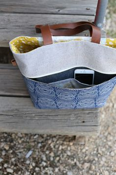 Caravan Tote. Ideas for super tote pockets. Zipper outside. With small pockets inside.