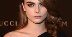 How to get Cara Delevinge's loose, side braid she wore at the LACMA Art + Film Gala. # side Braids cara delevingne Chloë Grace Moretz Just Wore Makeup From 1985 And We're Here For It Diy Beauty Secrets, Beauty Tips For Skin, Natural Beauty Tips, Beauty Tricks, Beauty Products, Cara Delevingne, Vaseline Beauty Tips, Beauty Makeup, Hair Makeup