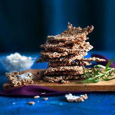 Rouheinen näkkäri Crackers, Healthy Recipes, Healthy Foods, Vegan Vegetarian, Bakery, Seeds, Pretzels, Health Foods, Healthy Groceries