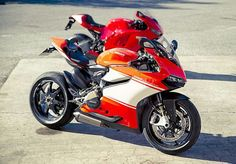Ducati 1199 Panigale Superleggera vs Ducati Desmocidicci