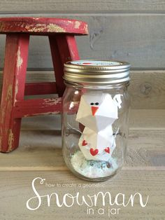 This little geometric snowman created using the @wermemorykeeper triangle score guide is a fresh new take on the mason jar and geometric shape trends.