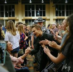 Hunter Hayes with fans
