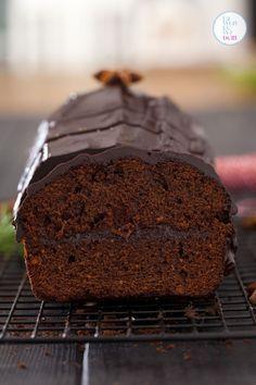 To przepis na piernik świąteczny dla tych, co potrzebują pysznego piernika na już, bez czekania, dojrzewania, po prostu od ręki. Przełożony powidłami śliwkowymi i otulony czekoladową kołderką wyglą… Polish Recipes, Sweet Recipes, Banana Bread, Cake Decorating, Bakery, Sweet Treats, Good Food, Food And Drink, Cooking Recipes