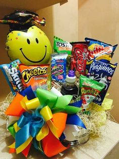 Bouquet Box, Candy Bouquet, Love Gifts, Diy Gifts, Diy Graduation Gifts, Emoji, Birthday Bouquet, Belated Birthday, Birthday Presents