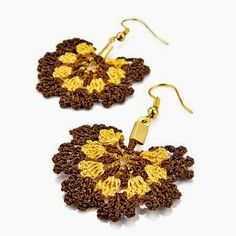 Yellow and brown crochet earrings Thread Crochet, Crochet Crafts, Crochet Doilies, Jewelry Crafts, Handmade Jewelry, Crochet Rings, Crochet Earrings Pattern, Beaded Banners, Tatting Jewelry