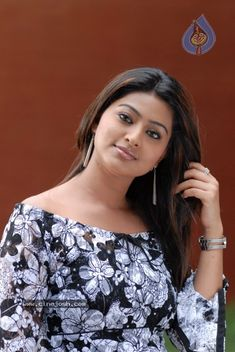 South Indian actress Sneha best photo and wallpaper gallery. Best hd image gallery of Sneha. Bollywood Actress Hot Photos, Indian Bollywood Actress, South Indian Actress, Actress Photos, Indian Actresses, South Actress, Beautiful Girl Indian, Most Beautiful Indian Actress, Beautiful Girl Image