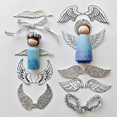 Make gorgeous wooden peg doll angel ornaments with customizable wings. This simple craft is perfect for Christmas time. Family Crafts, Holiday Crafts, Crafts For Kids, Holiday Ornaments, Neli Quilling, Quilled Roses, Quilling Comb, Wood Peg Dolls, Clothespin Dolls