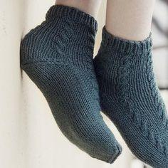 KK:n villasukkakoulun oppitunti: näin kantapää onnistuu taatusti! High Socks, Fashion, Moda, Thigh High Socks, Fashion Styles, Stockings, Fashion Illustrations, Fashion Models