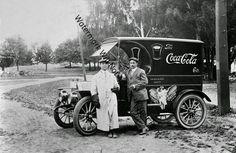 sale advertising Vintage old antique coca cola delivery truck sales advertising pic photo rare Coca Cola Vintage, Coca Cola Ad, Always Coca Cola, Pepsi, Old Pictures, Old Photos, Vintage Photos, Vintage Postcards, Vintage Ads